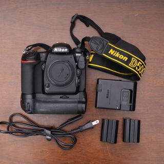 Nikon - ニコン D500 ボディ+互換バッテリーグリップセット