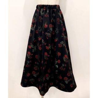 リルリリー(lilLilly)のlilLilly バラ柄スカート(ひざ丈スカート)