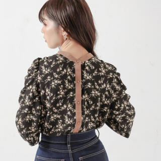 natural couture - 新品✨2WAYギャザーパフ配色花柄ブラウス✨ナチュラルクチュール