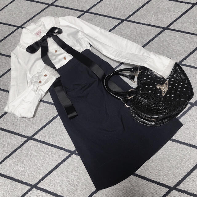 Vivienne Westwood(ヴィヴィアンウエストウッド)のviviennewestwood エナメルオーブボタンのドレープスカート レディースのスカート(ひざ丈スカート)の商品写真