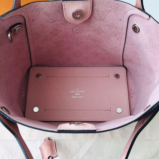 LOUIS VUITTON(ルイヴィトン)のルイヴィトン マヒナ ヒナPM ハンドバック レディースのバッグ(ショルダーバッグ)の商品写真