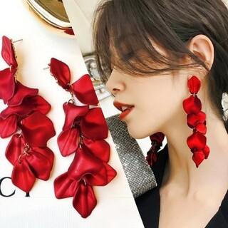 ZARA - ꫛꫀꪝ◆インポートピアス◆ラスト3◆赤い花びらロングピアス/フラワーペタルピアス