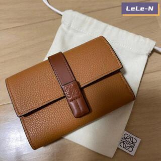 ロエベ(LOEWE)のLOEWE<新品>スモールバーティカル財布 ライトキャラメル(財布)