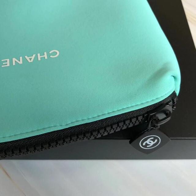 シャネル ノベルティ ポーチ ブラック 正規品 ブルー限定色 レディースのファッション小物(ポーチ)の商品写真