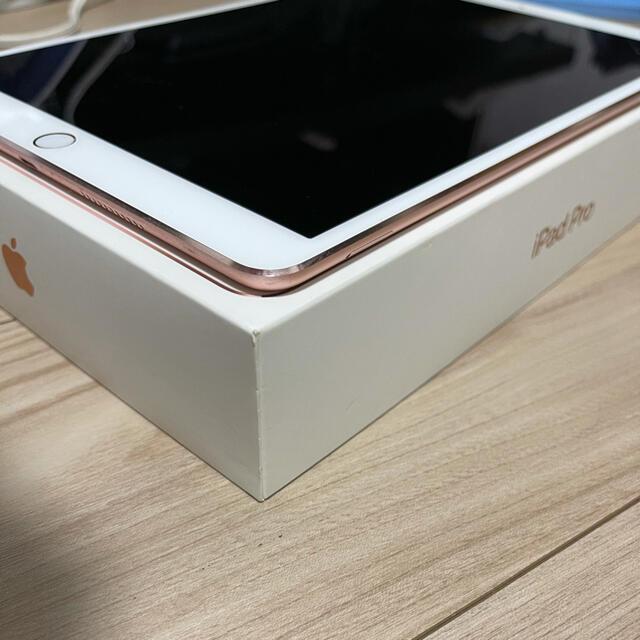 Apple(アップル)のiPad Pro 10.5インチ ローズゴールド SIMフリー スマホ/家電/カメラのPC/タブレット(タブレット)の商品写真