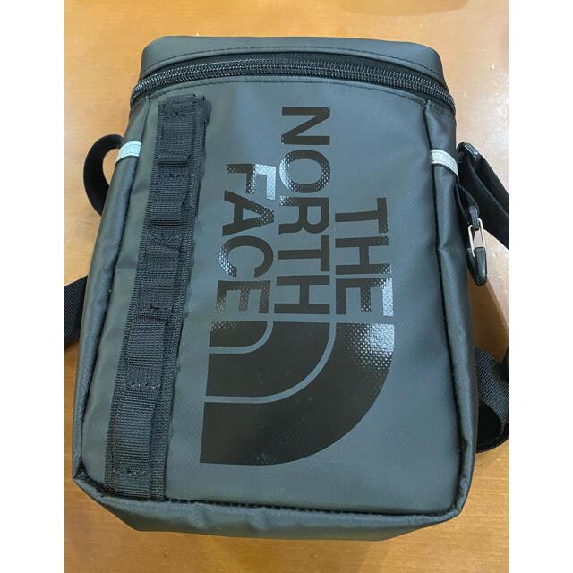 THE NORTH FACE(ザノースフェイス)のTHE NORTH FACE ノースフェイス ヒューズボックスポーチ ブラック メンズのバッグ(ショルダーバッグ)の商品写真