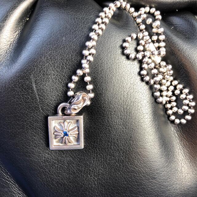 Chrome Hearts(クロムハーツ)のクロムハーツ フレームドCHプラスチャーム サファイア メンズのアクセサリー(ネックレス)の商品写真