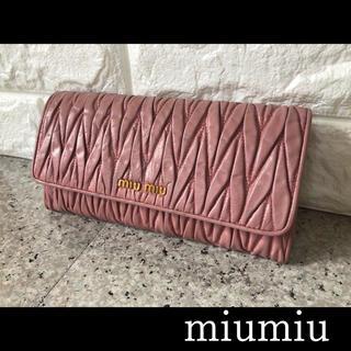 miumiu - 匿名配送♥人気のマトラッセ♥ミュウミュウ ピンクレザー長財布