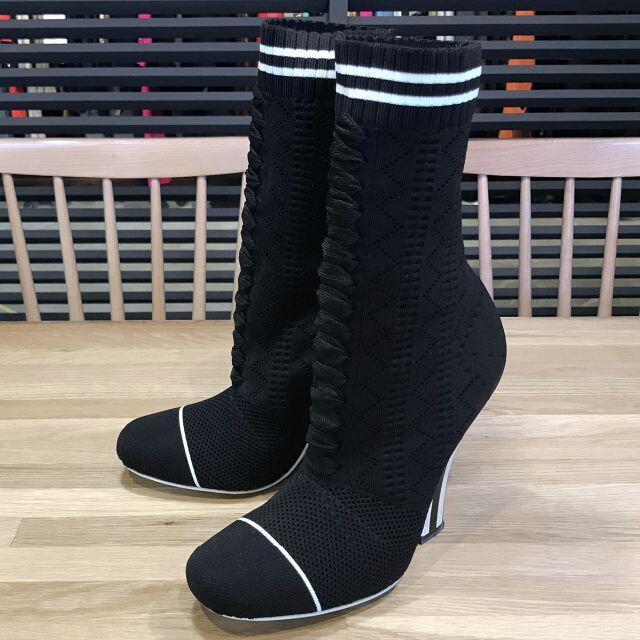 FENDI(フェンディ)の超美品 フェンディ ロココ ソックスブーツ ブーティ 黒 36 23cm レディースの靴/シューズ(ブーツ)の商品写真