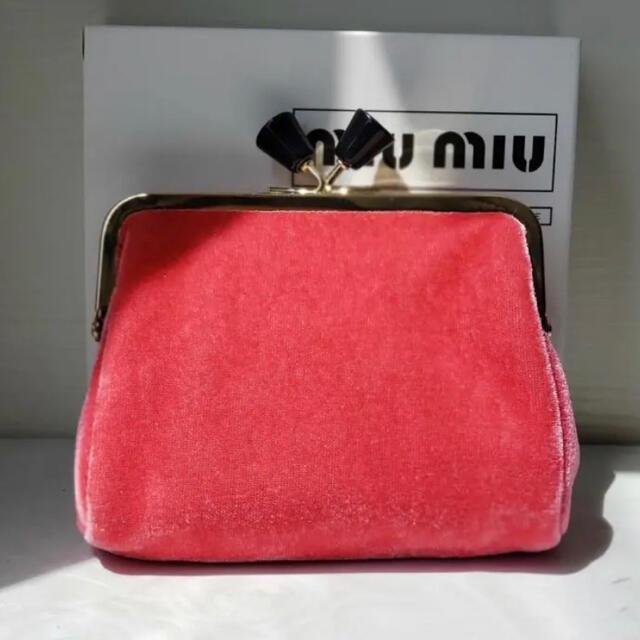 miumiu(ミュウミュウ)のミュウミュウ   ノベルティ ベロア ポーチ レッド レディースのファッション小物(ポーチ)の商品写真