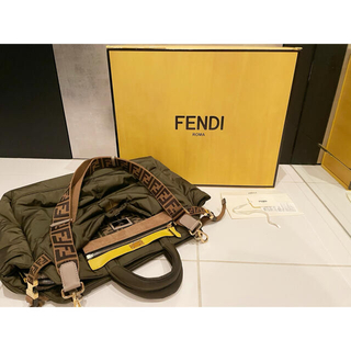 FENDI - 値下げ!FENDI ピーカブー ナイロンショルダーバッグ