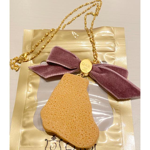 Q-pot.(キューポット)のキューポット ペルシャ猫 シュガークッキーネックレス ベロア リボン レディースのアクセサリー(ネックレス)の商品写真