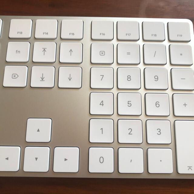 Apple(アップル)のmagic keyboard マジックキーボードテンキー付き スマホ/家電/カメラのPC/タブレット(PC周辺機器)の商品写真