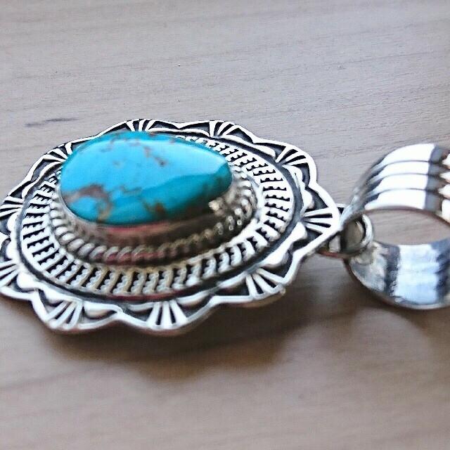 ジェネバラモーン キャンデラリアターコイズ ペンダントトップ  メンズのアクセサリー(ネックレス)の商品写真