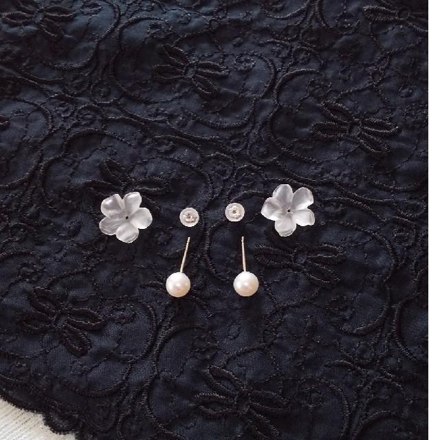 K18WG 水晶&淡水パール2ウェイピアス(プルメリア) レディースのアクセサリー(ピアス)の商品写真