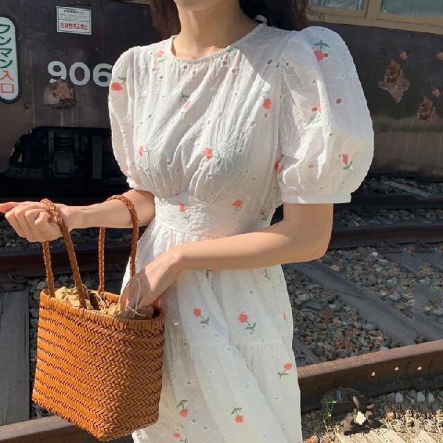 花刺繍 バックリボン パフスリーブ ワンピース【3size】 レディースのワンピース(ロングワンピース/マキシワンピース)の商品写真