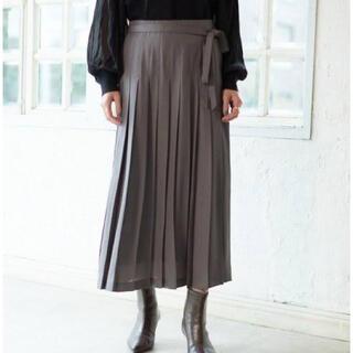 Mila Owen - 《新品タグ付き》ミラオーウェン レザーフェイスシフォンプリーツスカート