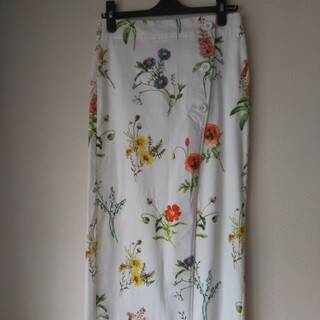 TOMORROWLAND - マカフィーの花柄ペンシルスカート