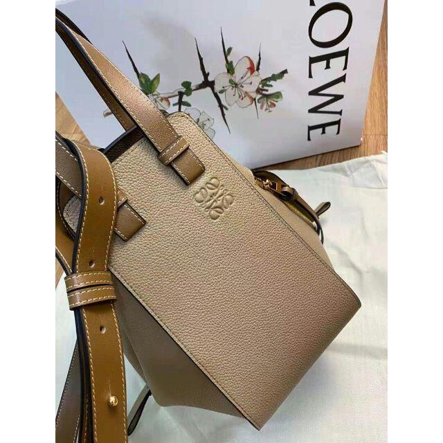 LOEWE(ロエベ)のLOEWE ロエベ ハンモックスモール(サンドミンク) レディースのバッグ(ショルダーバッグ)の商品写真