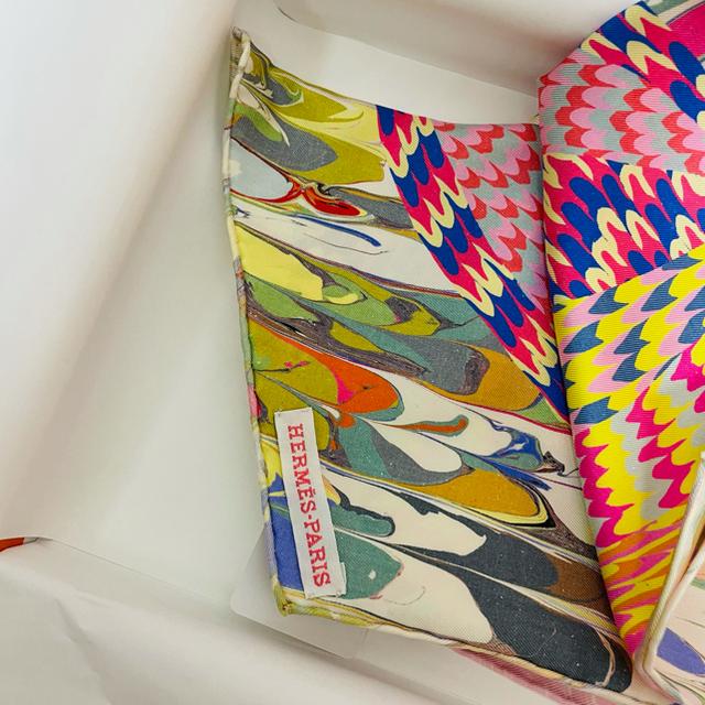 新品!レア♪ HERMES エルメス 京都マーブルシルク マフラー レディースのファッション小物(マフラー/ショール)の商品写真