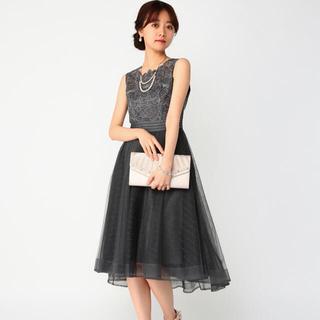 ラグナムーン(LagunaMoon)の刺繍切り替えチュールスカートフィット&フレアドレス(ミディアムドレス)