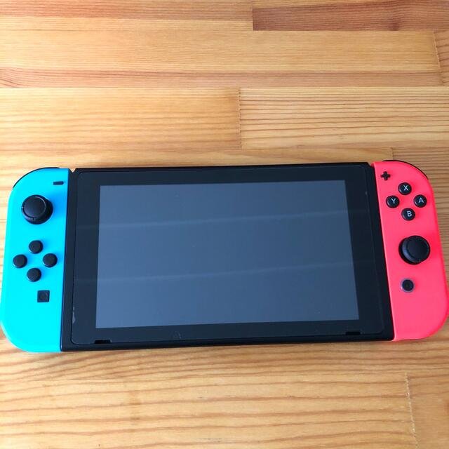 Nintendo Switch(ニンテンドースイッチ)のNintendo Switch (新型) 中古 エンタメ/ホビーのゲームソフト/ゲーム機本体(家庭用ゲーム機本体)の商品写真