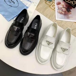 PRADA - PRADA★かわいい靴 02 (白黒)