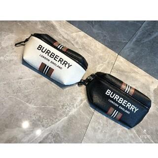 バーバリー(BURBERRY)のburberry ボディバッグ ウエストポーチ (ウエストポーチ)