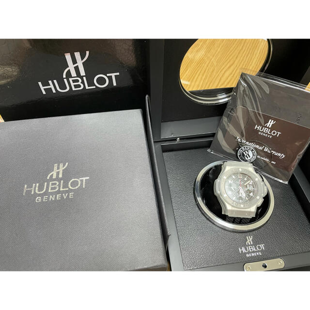 HUBLOT(ウブロ)の【専用】HUBLOT ウブロ ビッグバン カーボン文字版 時計 メンズの時計(腕時計(アナログ))の商品写真