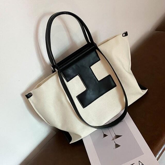 ZARA(ザラ)の大容量 キャンバス ショルダー ハンドバッグ レディースのバッグ(ハンドバッグ)の商品写真