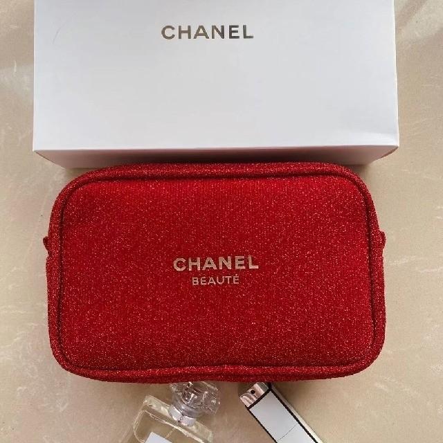CHANEL(シャネル)の期間限定セール シャネル ポーチ ★2020年クリスマス限定★ レッド 箱付き レディースのファッション小物(ポーチ)の商品写真
