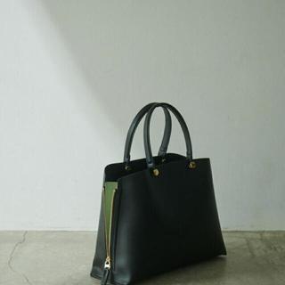 ロペ(ROPE)の新品未使用【E'POR】Y bag Medium (サイドジップトートバッグ)黒(ハンドバッグ)