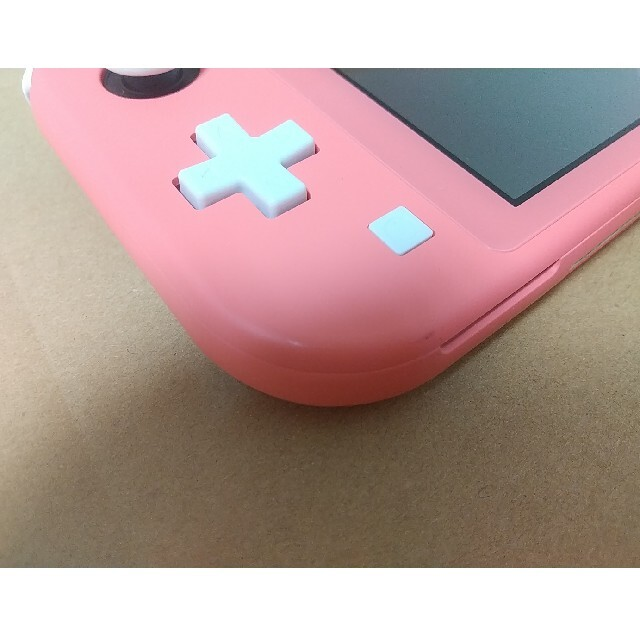Nintendo Switch(ニンテンドースイッチ)のNintendo Switch Light 本体 エンタメ/ホビーのゲームソフト/ゲーム機本体(家庭用ゲーム機本体)の商品写真