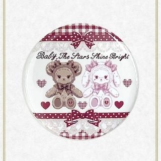 ベイビーザスターズシャインブライト(BABY,THE STARS SHINE BRIGHT)の【新品】くみゃちゃんのSweet Heart Check柄缶バッジ(エンジ)(その他)