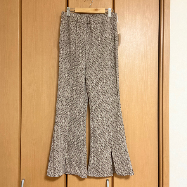 しまむら(シマムラ)のしまむら キカガラセンタースリットパンツ  ジャガードパンツ 幾何柄パンツ レディースのパンツ(カジュアルパンツ)の商品写真
