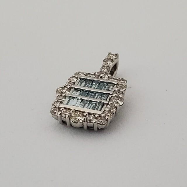 眩いアイスブルーダイヤモンドのペンダントトップ レディースのアクセサリー(ネックレス)の商品写真
