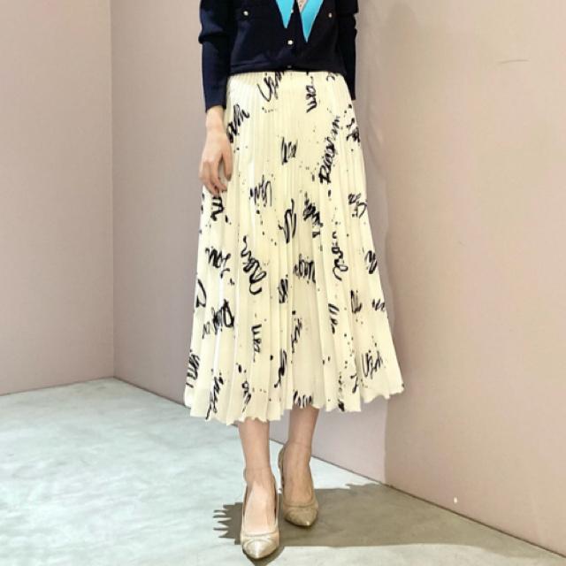GRACE CONTINENTAL(グレースコンチネンタル)のグレースコンチネンタル アートプリントプリーツスカート レディースのスカート(ロングスカート)の商品写真