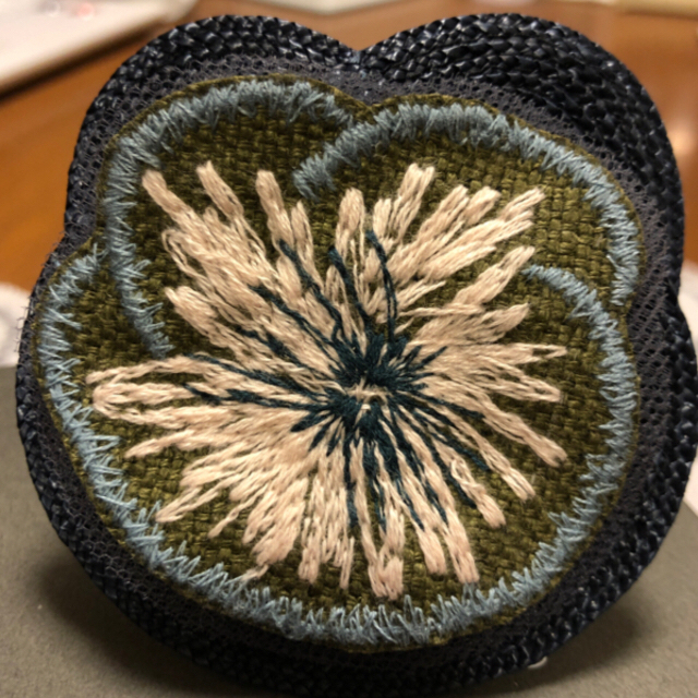 mina perhonen(ミナペルホネン)のミナペルホネン   ブレスレット「hanakaze」khaki レディースのアクセサリー(ブレスレット/バングル)の商品写真