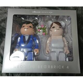 「BE@RBRICK グリーティング結婚 4 PLUS 400%」