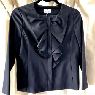 ランバンオンブルー(LANVIN en Bleu)のフリル ノーカラージャケット サイズ36 リボン ランバン 濃紺 日本製(ノーカラージャケット)