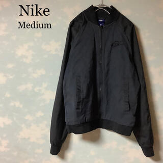 ナイキ(NIKE)のNIKE ウーブンプレイヤーズジャケット ノーカラー ロゴ 刺繍 ブラック(スタジャン)