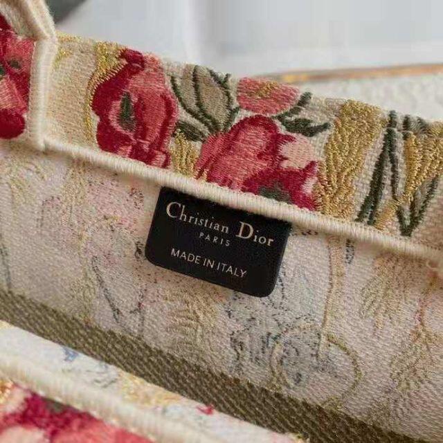 Christian Dior(クリスチャンディオール)の新品 DIOR ブックトート スモール オブリーク  レディースのバッグ(トートバッグ)の商品写真