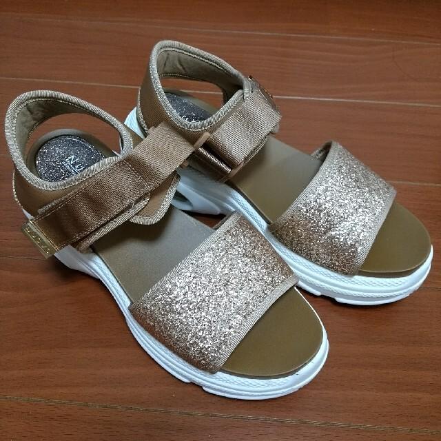 Nuovo(ヌォーボ)のNUOVO サンダル ベージュ レディースの靴/シューズ(サンダル)の商品写真