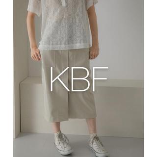 ケービーエフ(KBF)の✱新品タグ付き✱ KBF フロントZIPエナメルスカート(ひざ丈スカート)