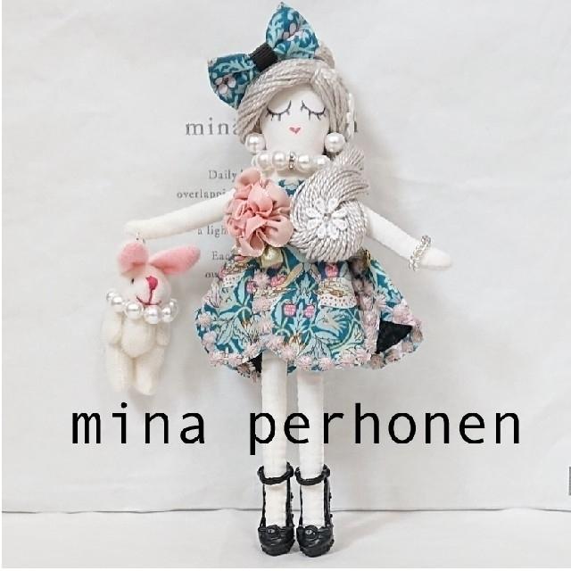 mina perhonen(ミナペルホネン)のミナペルホネン ドールチャーム strawberry thef ブルーmix ハンドメイドのファッション小物(その他)の商品写真