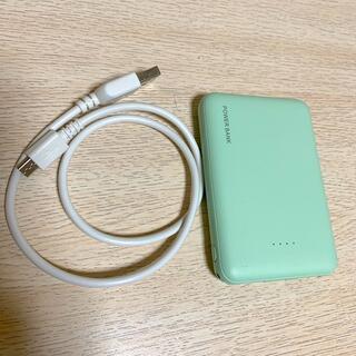 スリーコインズ(3COINS)のモバイルバッテリー  グリーン 緑(バッテリー/充電器)