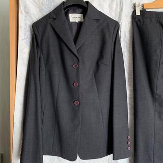 アトリエサブ(ATELIER SAB)のチャコールグレーのスーツ(スーツ)