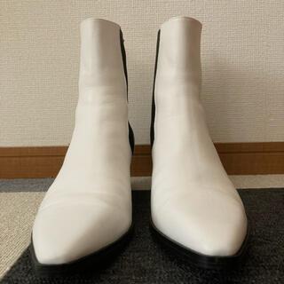 ザラ(ZARA)のヒールブーツ サイドゴア ホワイト(ブーツ)