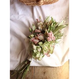 セルリアとアンティーク紫陽花のくすみスワッグ。ドライフラワースワッグ。(ドライフラワー)