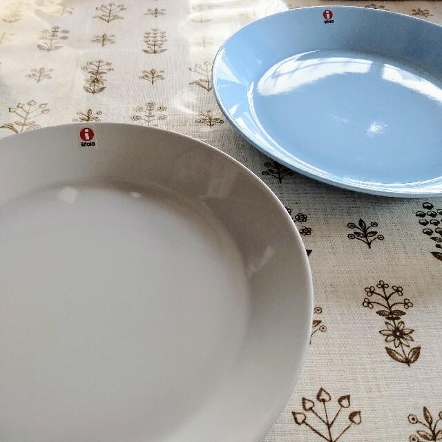 iittala(イッタラ)の新品 ライトブルー パールグレー2個 21cmプレート 廃盤 ティーマ インテリア/住まい/日用品のキッチン/食器(食器)の商品写真